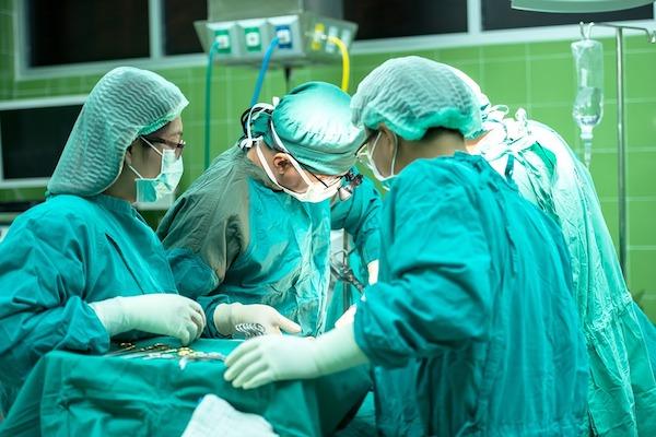 fallo medicos aseguradoras olvido gasa paciente